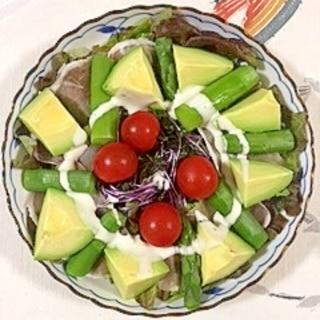 サニーレタス、アスパラのサラダ