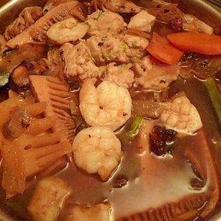 だしが美味しい☆具だくさんの中華風五目鍋