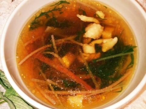簡単絶品!オイスターの黄金鶏皮スープ