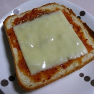 食べたらはまる! 食べるラー油のチーズトースト!