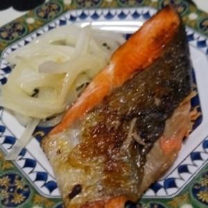 おつまみに鮭のムニエル