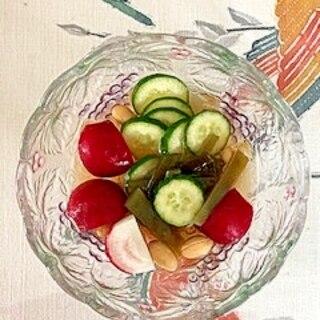 胡瓜、ラディッシュ、茎わかめ、ピーナッツの和え物
