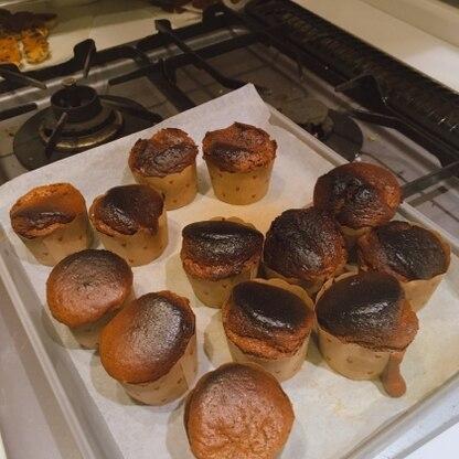 材料2つだけでこんなに簡単に美味しくできるんですね!ほんとにすごい!!オーブンのクセで焼きムラができてしまったので、次は上手に焼きたいとおもいます。