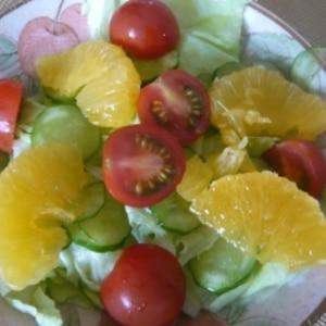 フルーツドレッシングでサラダ