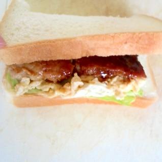 鶏むね肉はパンに挟む