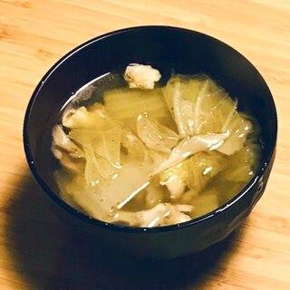 ジューシー!鶏皮とキャベツのスープ