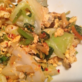 キャベツと小松菜のキムチ炒り卵