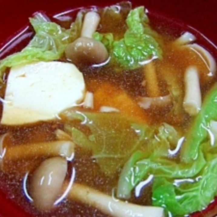 白菜とシメジと豆腐の味噌汁