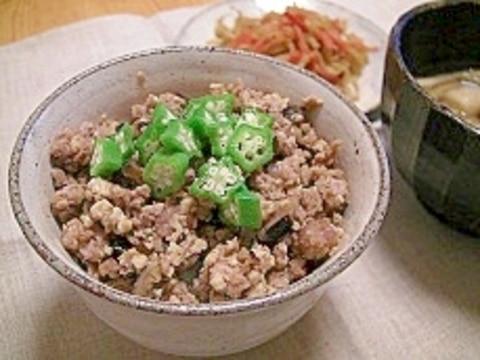 ご飯がすすむ!豆腐と豚ひき肉のそぼろ丼