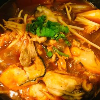 牡蠣と豚肉の赤から鍋