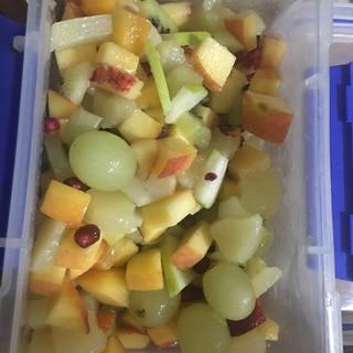 新鮮フルーツでミックスサラダ