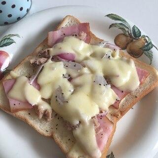 ベーコン、ツナ、チーズのトースト♪