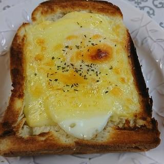 厚切りチーズポテサラトースト!