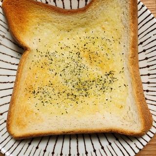 食パンアレンジ☆バター香るガーリックトースト