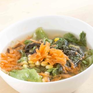 にんじんレタスコーンのコンソメスープ