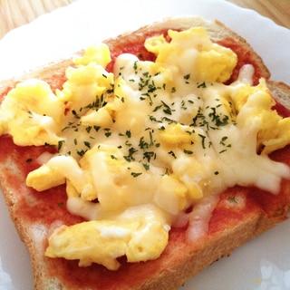 炒り卵とチーズのトースト