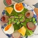 ゆで卵、パイン、ラディッシュ、枝豆のサラダ