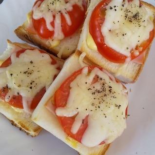 食べやすいトマトとハムのトースト
