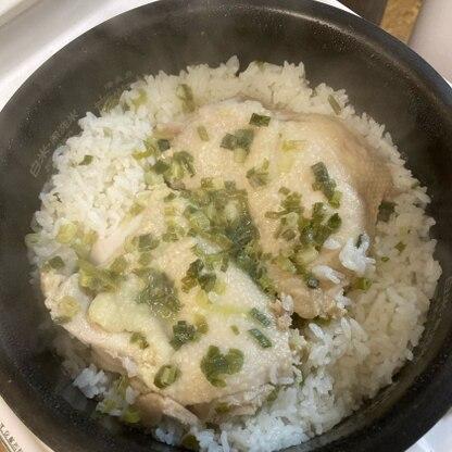 ナンプラーの使い道に困っていたので、美味しく簡単なレシピに出会えて良かったです。水少なめとあったので、4合で目盛1〜2mm下、かためで炊いて丁度でした**