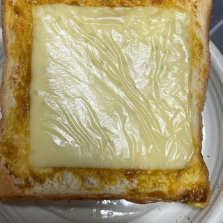 朝におすすめ!簡単チーズカレートースト