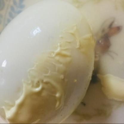 余熱でゆで卵ができるの嬉しいです!しかも熱いうちに殼むきするとこんなに手早くできちゃうんですね...♪*゚今まで冷ましてしまい殼むき大の苦手で(><)感謝です♡