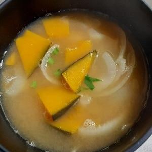 甘〜い♡かぼちゃと玉ねぎの味噌汁