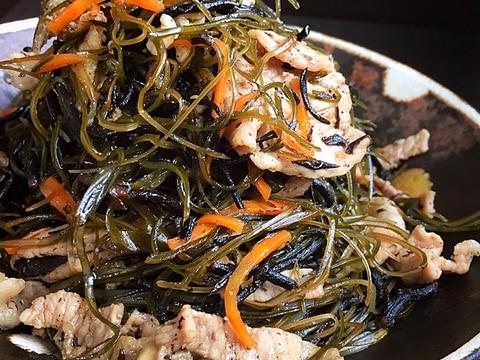 豚肉と昆布、ひじきの具沢山炒め煮♪簡単で栄養満点♡