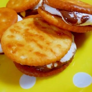 リッツサンド(チョコ×マシュマロ)トースターで♡