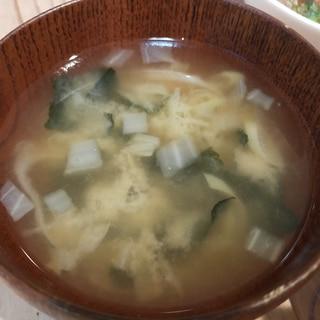 白ネギと白菜とわかめの味噌汁