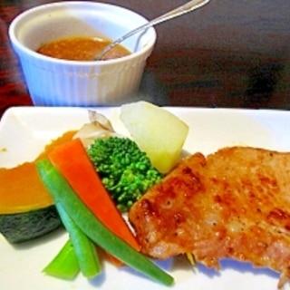 塩麹漬け豚肉ソテーと醤油麹ドレッシング温野菜