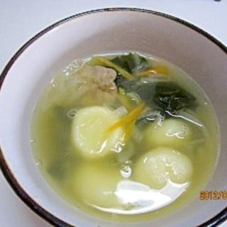 お夜食に ジャガイモ餅の団子スープ