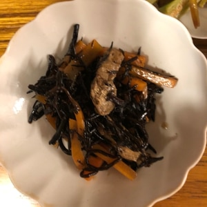 短時間で!無水鍋で作る ゴマ風味のヒジキ煮