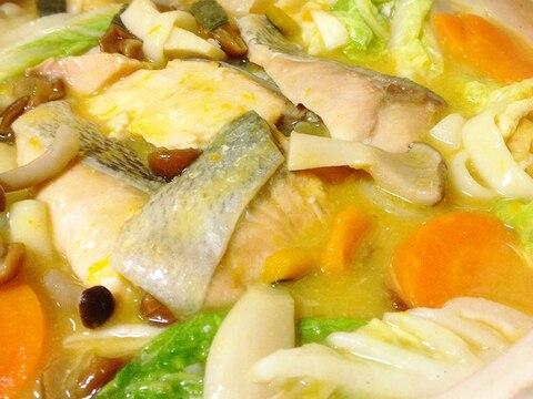 甲州名物ほうとうで秋鮭ときのこの野菜ほうとう鍋