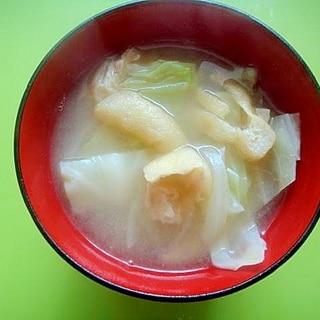 キャベツと油揚げ玉ねぎの味噌汁