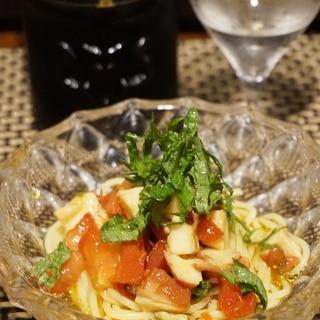 夏にぴったり、蛸とトマトの和風冷製パスタ
