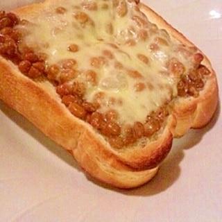 納豆とチーズのトースト