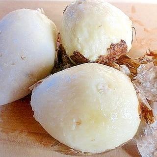 スルッと簡単、茹で剥き里芋の皮
