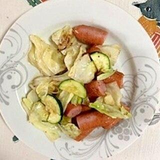ウインナー、キャベツ、ズッキーニの炒め物