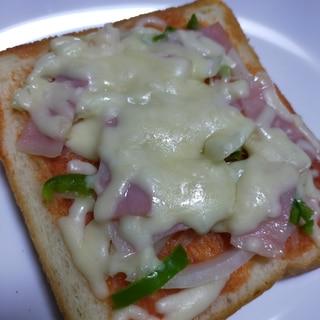 チーズたっぷりのピザトースト♡