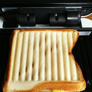 ウインナー&卵&チーズのパニーニ