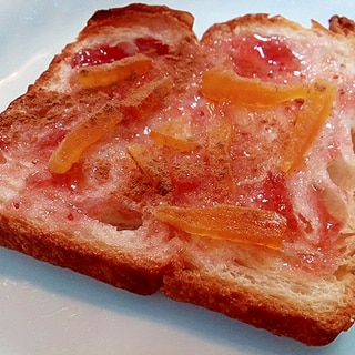 いちごジャムとドライマンゴーのデニッシュパン
