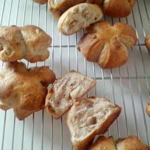 成形ひとつで こんなにふっくら♪ くるみパン