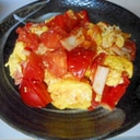 カニカマと卵とトマトの炒め物