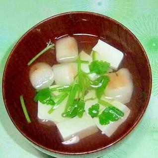 春らしく豆腐、麩、せりの吸い物
