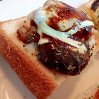 デミグラ/マヨで ハンバーグとチーズのミニトースト