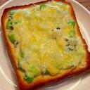 ほんのりニンニクが香るシラスと枝豆のチーズトースト