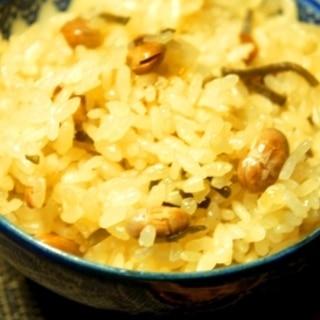 簡単調味料いらず、大豆と塩昆布の炊き込みご飯