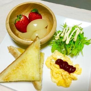 幼稚園児の♪トーストとスクランブルエッグ朝ごはん♡