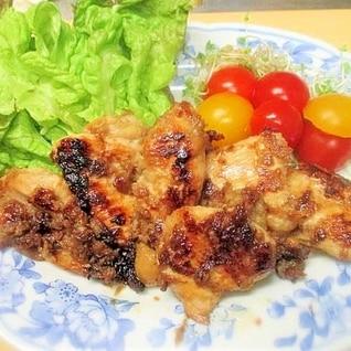 漬けて焼くだけ☆鶏むね肉の甘辛りんごの生姜焼き