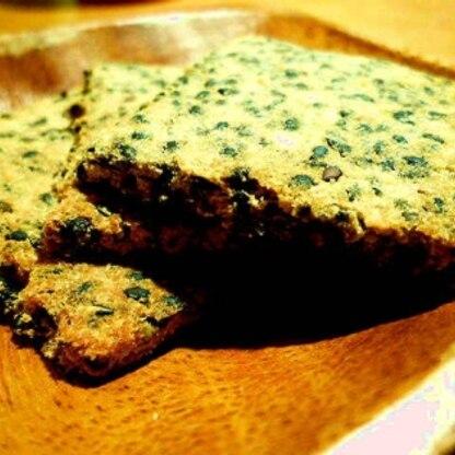 おからクッキー初めて作りました。ぽりぽりおいしくて子供もおいしいと食べてました。ゴマの香りがとってもグゥでした♡